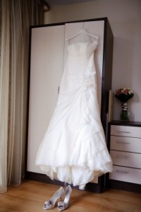 make money by selling your wedding dress